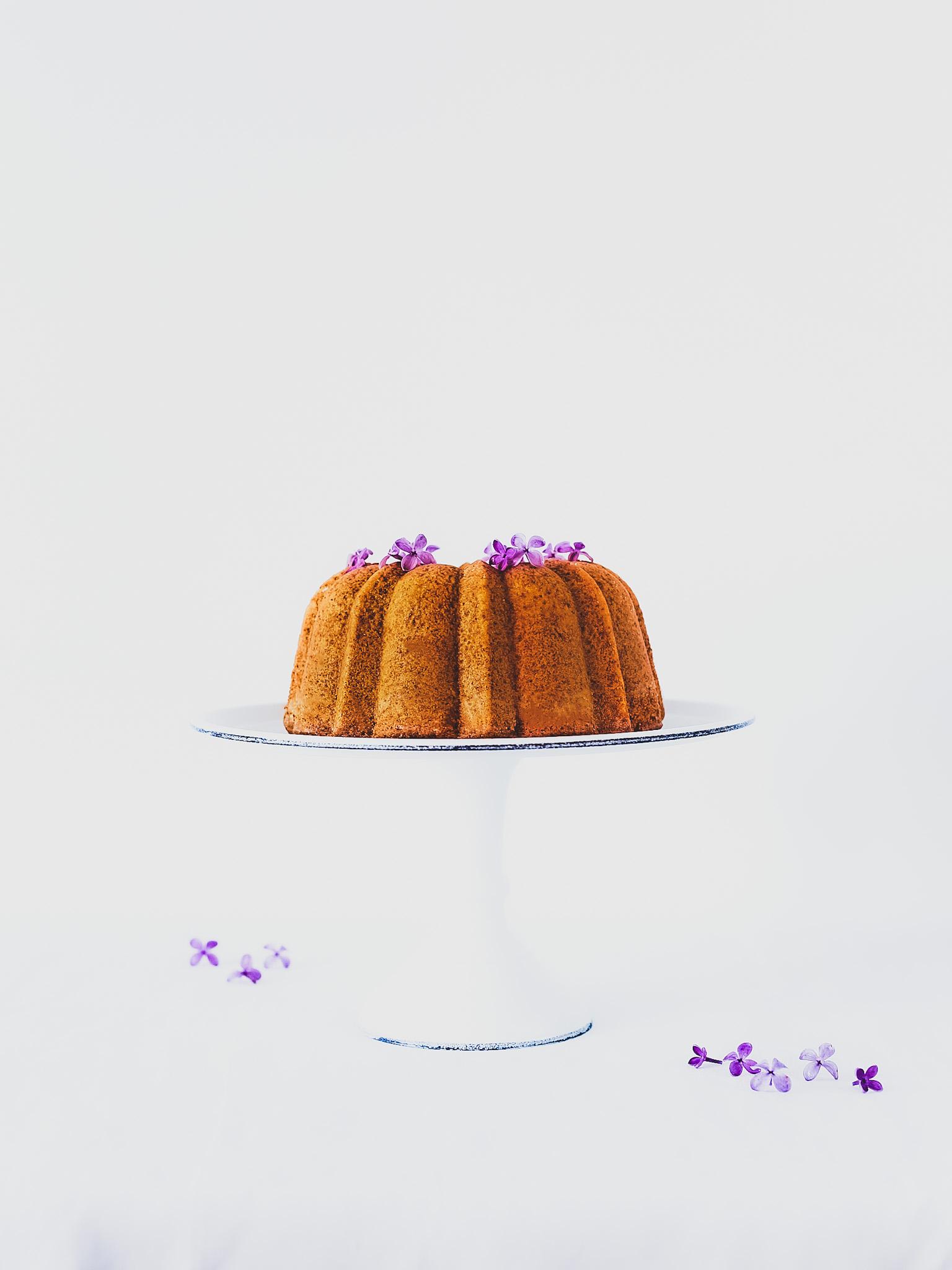 Bizcocho de miel con lilas